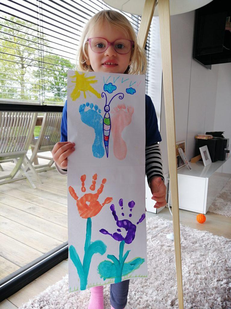 peinture avec les mains et les pieds
