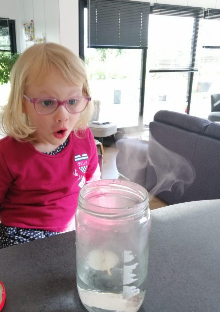 Défi étonnant: Fabriquer un nuage dans un bocal